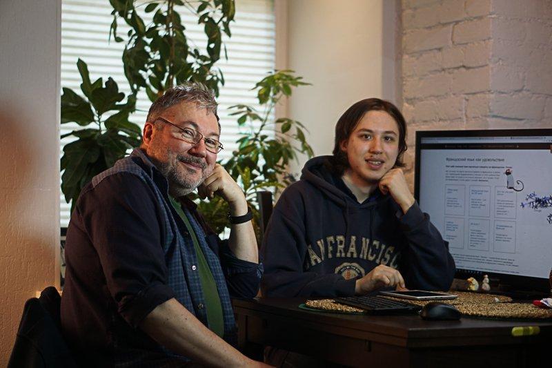 Ваш покорный слуга со своим сыном, программисте в проекте le-francais.ru